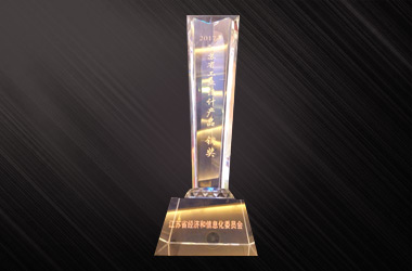 """2017年,产品""""文鹓彩凤""""荣获江苏省第四届工业产品设计铜奖。"""